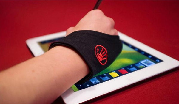 the hand glider lets you rest your palm on the ipad when drawing
